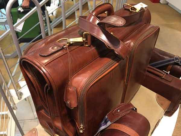 Beim Räumungsverkauf wegen Umbau Designertaschen billig kaufen bei Dittfeld Mode in Leder Bremen
