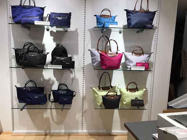Taschen und Accessoires zum Jubiläumsverkauf bei Delliwig Lederwaren in Hamm