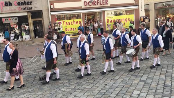Frühjahrsdult Umzug Landshut 2018 Dult Bilder Festkapelle des Festzeltbetriebes Widmann Fotos Haack