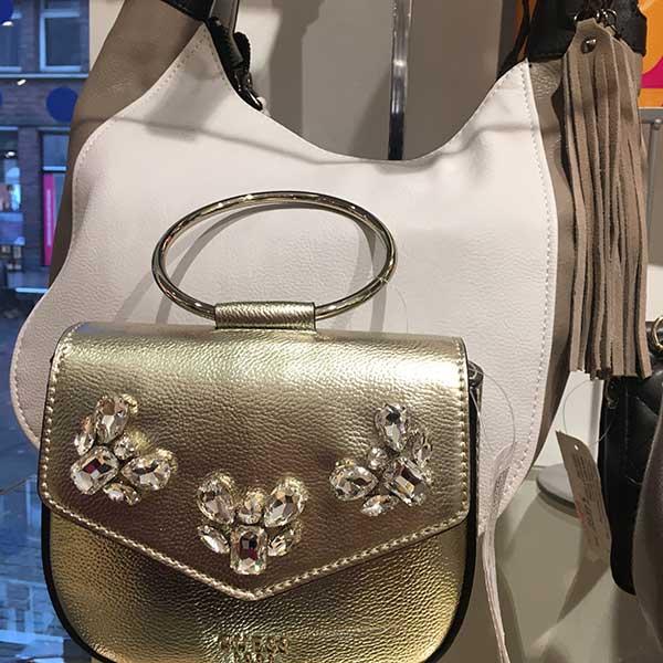 Marken Handtaschen guenstig kaufen - Jetzt Taschen Sale bei Lederwaren Fellmer in Lippstadt Lange Strasse Am Bernhardbunnen und bei Dellwig in Hamm Weststr 47 Guess